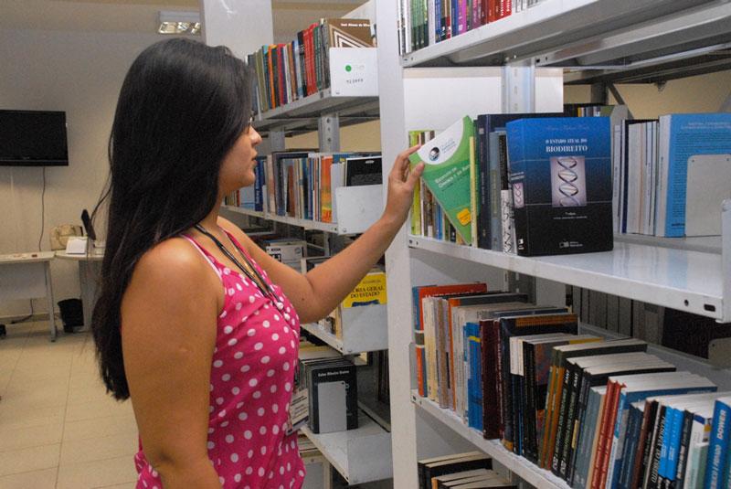 Os livros são emprestados apenas para consulta local – foto: divulgação/Aleam