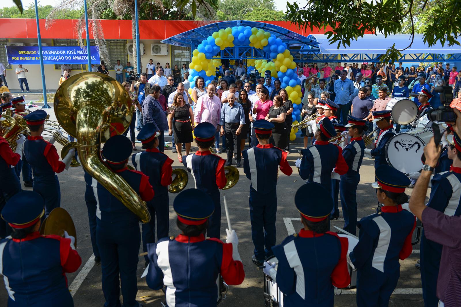 Banda Marcial da Escola Estadual Petrônio Portella comemora 36 anos ... f2d84de1b6a