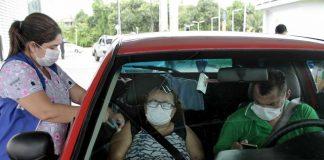 Vacinação de idosos por drive thru